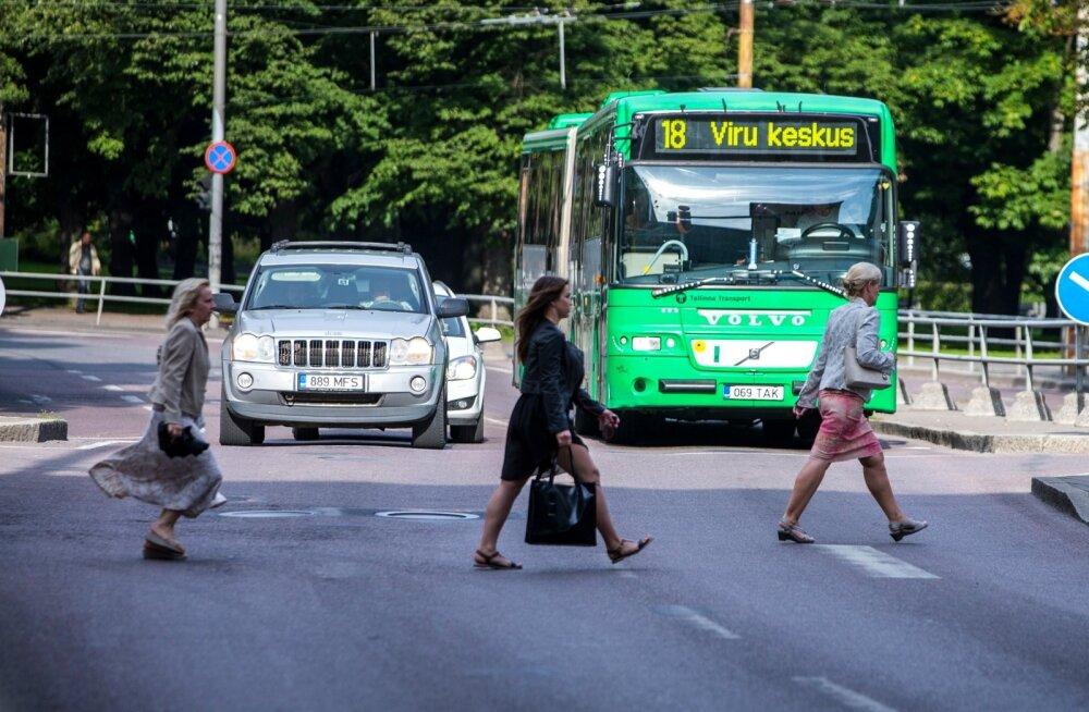 Полиция просит помощи свидетелей ДТП в Таллинне: пострадала пассажирка автобуса