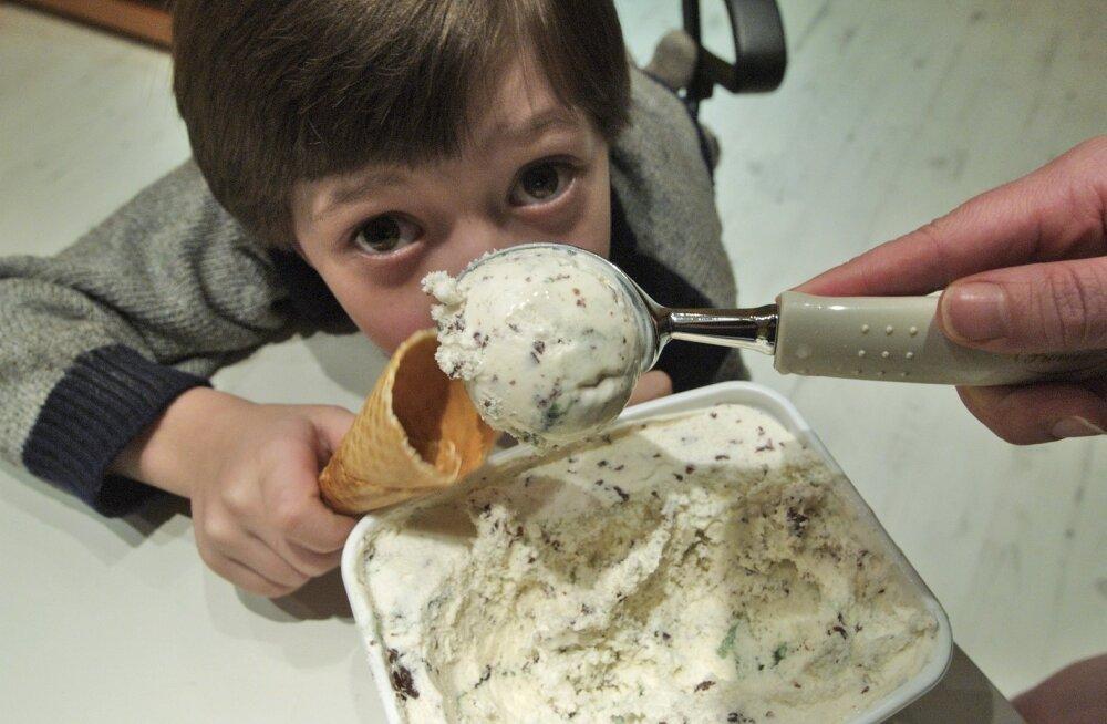 Можно ли давать ребенку мороженое при боли в горле?
