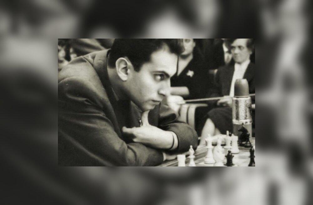 Võimalikke malemänge on rohkem kui universumis aatomeid