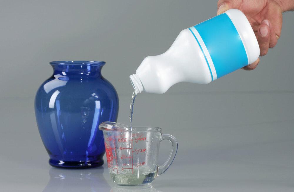 Kloordioksiid hävitab kõiki mikroorganisme ja pleegitab riiet.