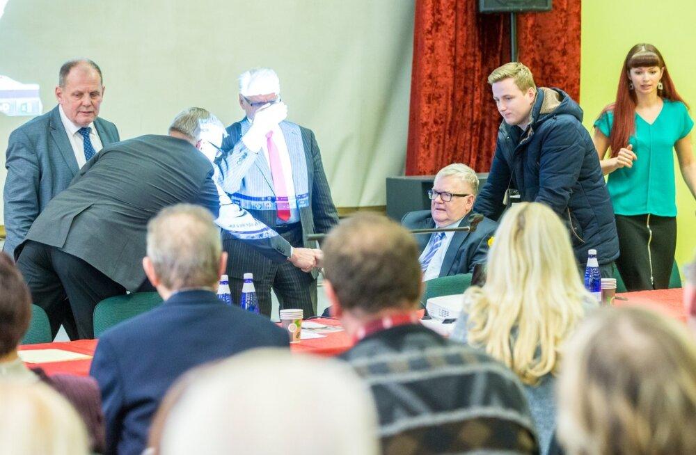 Edgar Savisaare saabumine Keskerakonna Tartumaa piirkonna koosolekule oli mõttekaaslase Heimar Lengi jaoks suisa pimestav