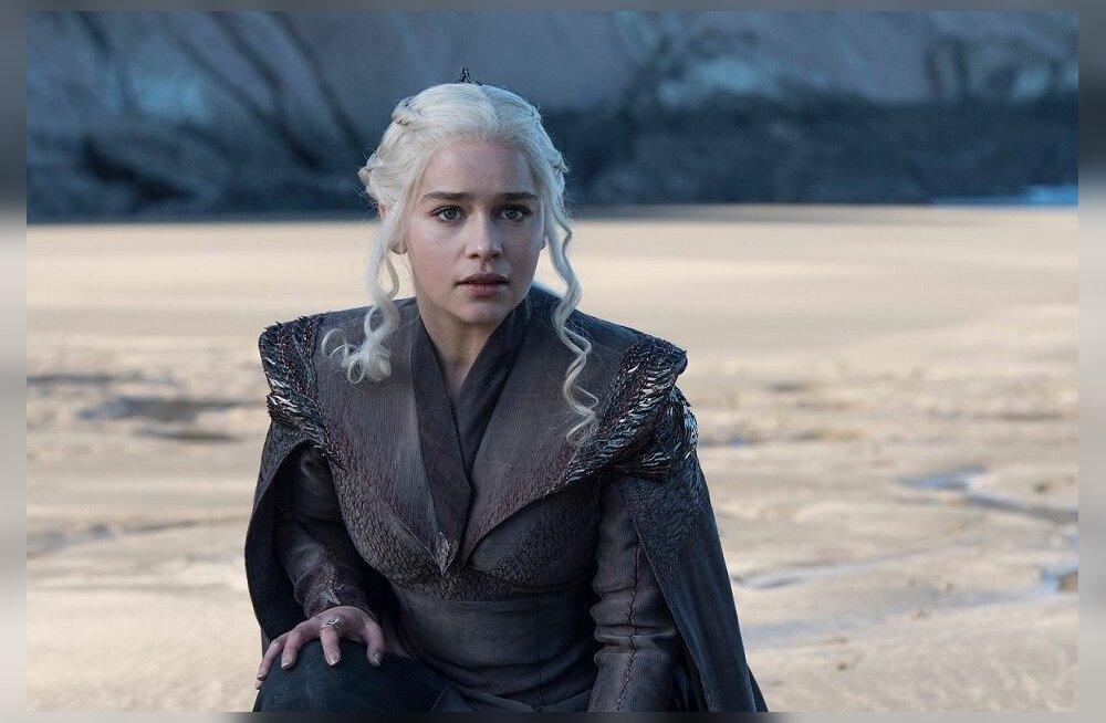 Uue hooaja esimeses osas jõudis Daenerys (Emilia Clarke) lõpuks oma sünnimaale, kus tema sugukond võimult kukutati. Kas ta oskaks olla parem valitseja, kui oli tema hulluks kuningaks nimetatud isa?