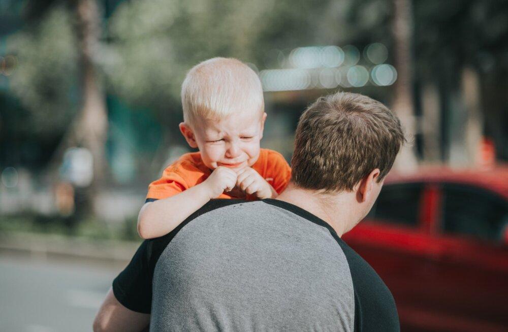 Дети чувствуют себя виновными в разводе родителей: как не потерять ребенка