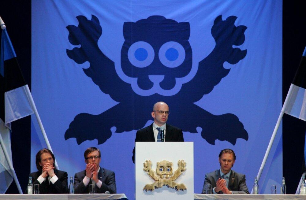 """2010. aasta 7. mail korraldatud """"Ühtse Eesti suurkogu"""" oli teatri NO99 etendus, poliitiline teater. Nii enne kui ka pärast etendust spekuleeriti, kas sellest võiks sündida uus partei. Sealjuures esitati üheks """"loodava partei"""" juhi kandidaadiks Allar Jõks."""