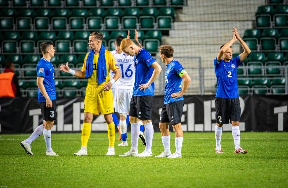 Eesti koondise eest mängivatele jalgpalluritele makstakse väikest taskuraha ning nad ei pea ise millegi pärast muretsema ega millelegi kulutama.