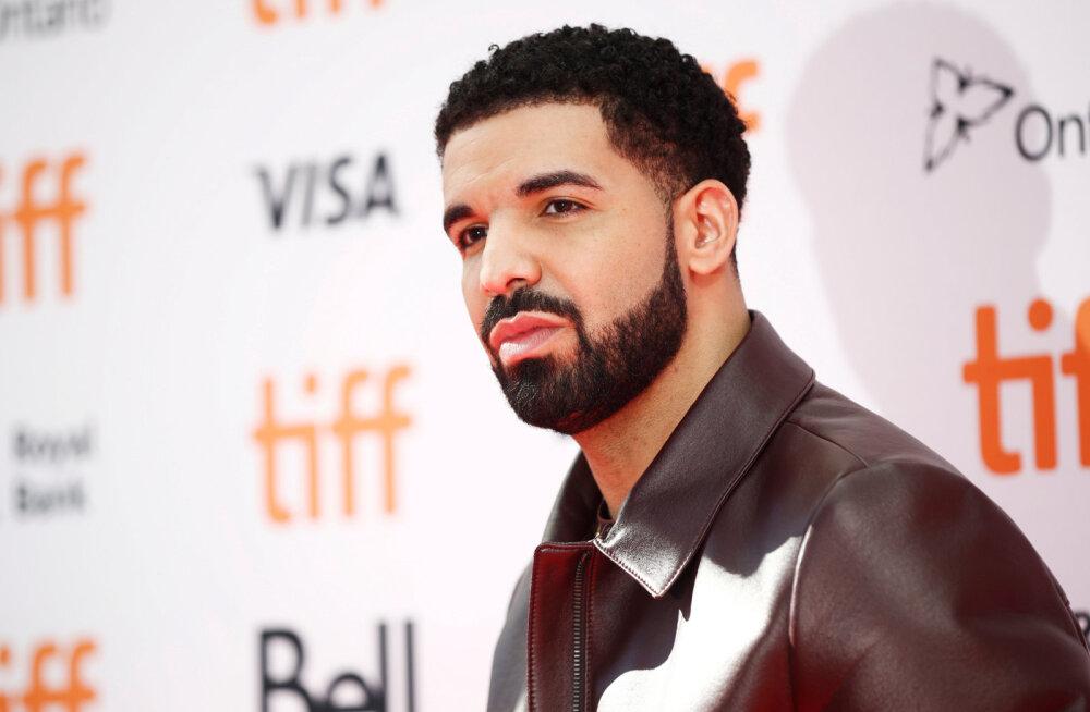VIDEO | Ai-ai! Drake suudles laval 17-aastast fänni