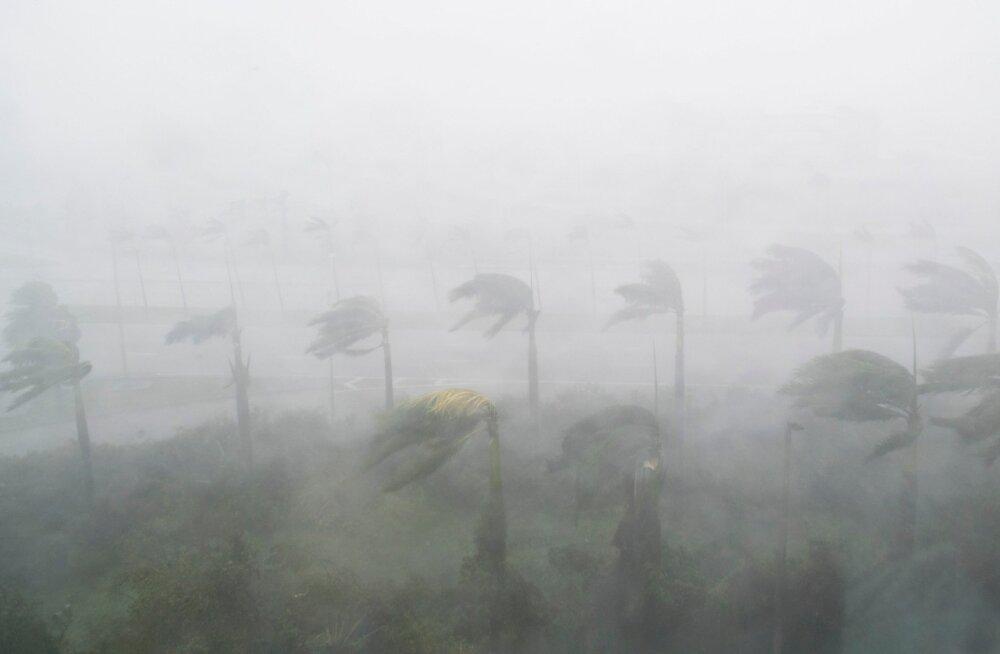 Orkaani ajal sünnitanud Miami naisele õpetati telefoni teel nabanööri läbilõikamist