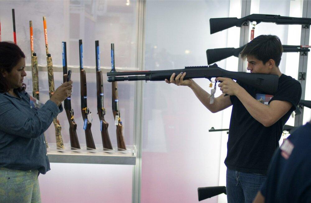 USA rahvusliku relvaühingu iga-aastased kokkutulekud on relvasõpradele hea võimalus üksteist sihikule võtta.