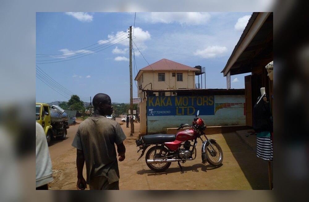 Eestlane Ugandas pani kokku vabatahtlike välimääraja: üks peab jäätisekokteili joomist seikluseks, teine võttis apteegi endaga kaasa