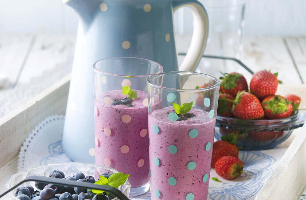 Lia Virkus soovitab suvepuhkuse hommikusöögiks: suvine marja-kamasmuuti