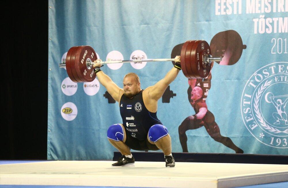ФОТО: Супертяжеловес Сейм размялся перед чемпионатом Европы