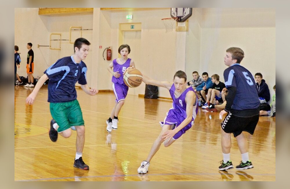 FOTOD: Kolga-Jaani korvpalliturniiril võtsid mõõtu kuue kooli noormehed