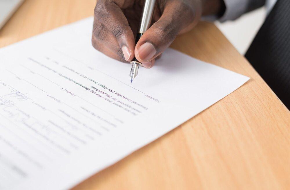 Hullumeelsuse uus tase: naine sundis peikat alla kirjutama kõige jõhkramale suhtelepingule, mida su silmad eales näinud on