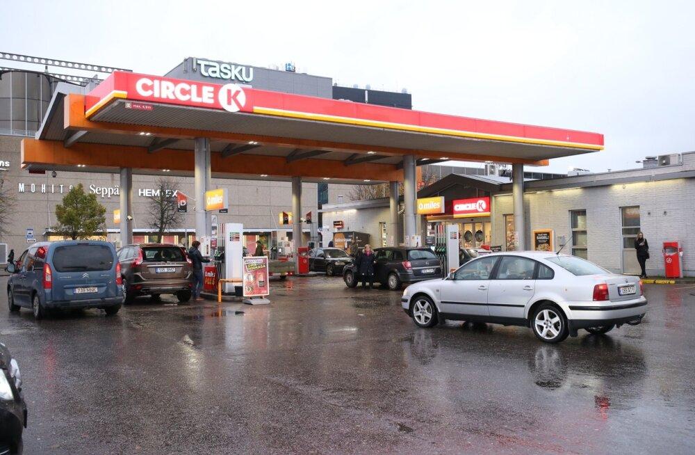 Kas saab ette ennustada, mil kütuse hind langeb? Mis nädalapäeval on see tavaliselt kõige odavam? Kütusemüüja selgitab