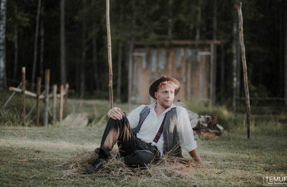"""Pääru Oja mängib peaosa Peep Maasiku lavastuses """"Toomas Nipernaadi""""."""