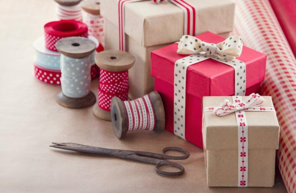 Мастер-класс от Бенедикта Камбербэтча: как принимать бесполезные новогодние подарки