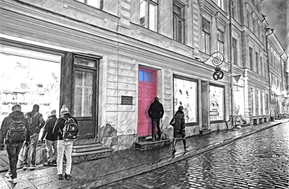 See tänavu kevadel Tallinna vanalinnas ilma aeganõudva kooskõlastamise ja kuluka restaureerimiseta roosaks värvitud uks muutus turistide seas populaarseks pildistamise objektiks. Tallinna Muinsuskaitse nõuab, et värv maha võetaks.