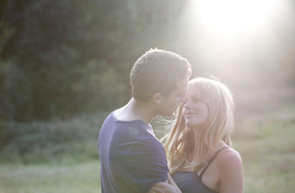Как мужчины и женщины соблазняют друг друга: научный взгляд