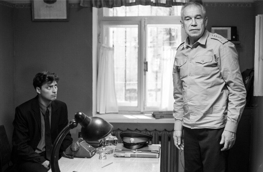 Nii vaim (Ivan Kolesnikov) kui ka võim (Sergei Garmaš) tunnevad end süsteemis ebamugavalt.