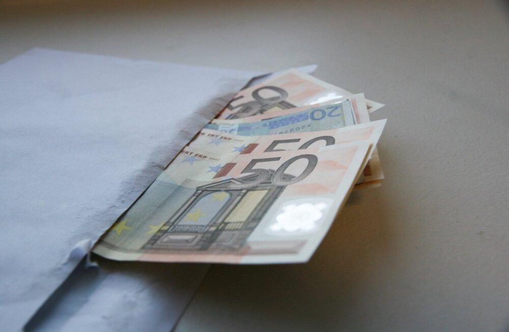Osaline ümbrikupalk tähendab, et osa palka makstakse ametlikult ja osa althõlma.