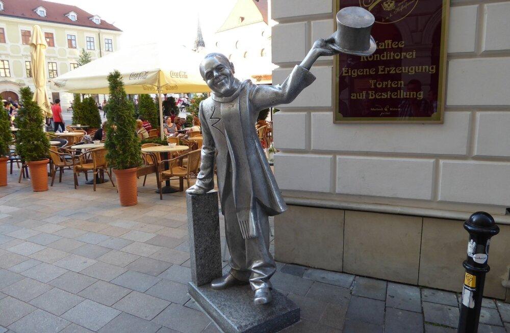 ФОТО читателя Delfi: В Братиславе увековечили милого городского чудака