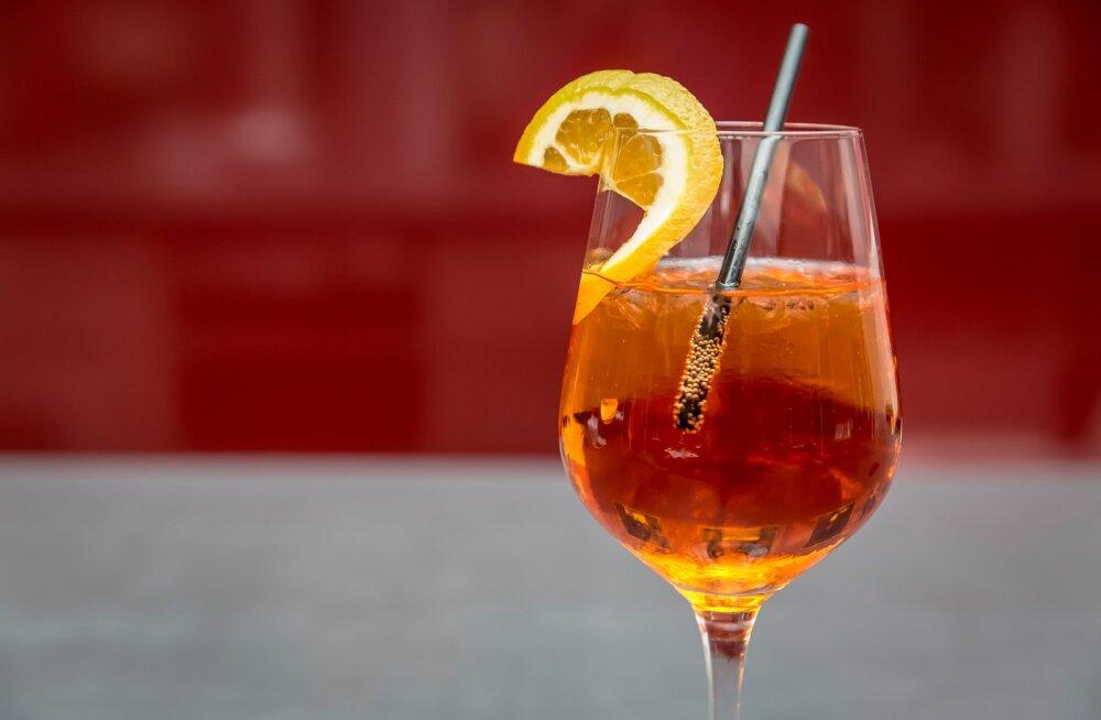KOKTEILIRETSEPTID   Kas Aperol spritz oli ka sinu selle suve lemmik kokteil? Siin on mõned viisid, kuidas seda väikese vimpkaga nautida