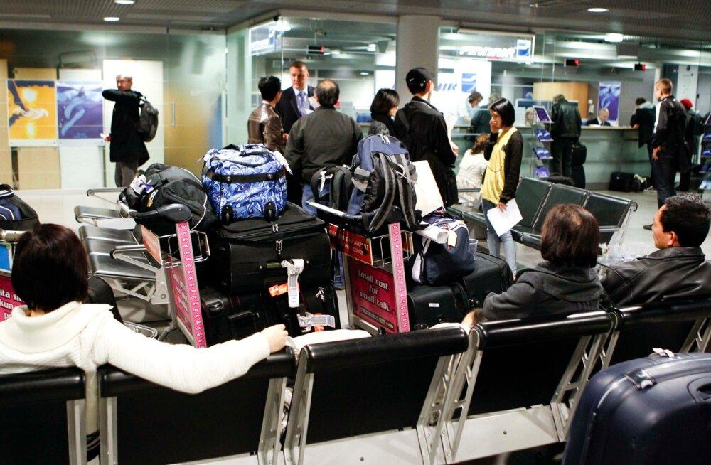 Reisijad Vantaa lennujaamas. Turismireisid on üks valdkond, milleks soomlased tarbimislaenu võtavad.