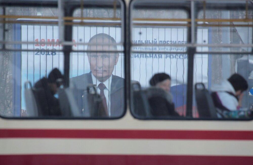 Putini kindlust sisendava pilgu eest pole kuskil pääsu. Aga kui paljud viitsiksid selle pärast trolliga jaoskonda sõita?