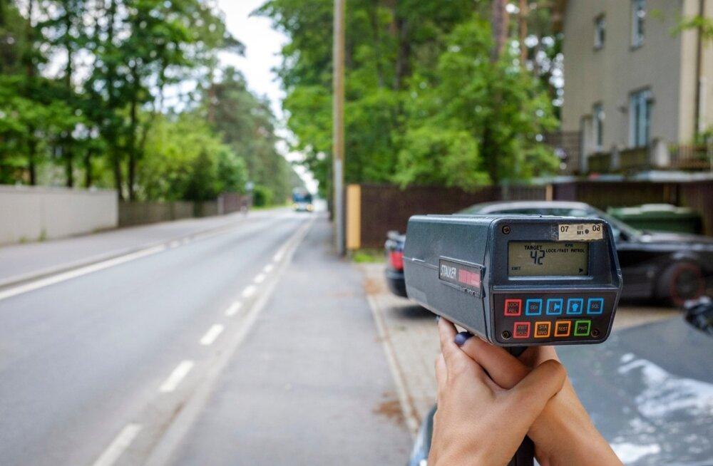 Tallinnas Hiiu tänaval 30-alas oli kiirusepiirangul ainult sümboolne väärtus. Radarisilma ette jäi buss, mille rekordkiiruseks sellel teelõigul mõõtsime 47 km/h.