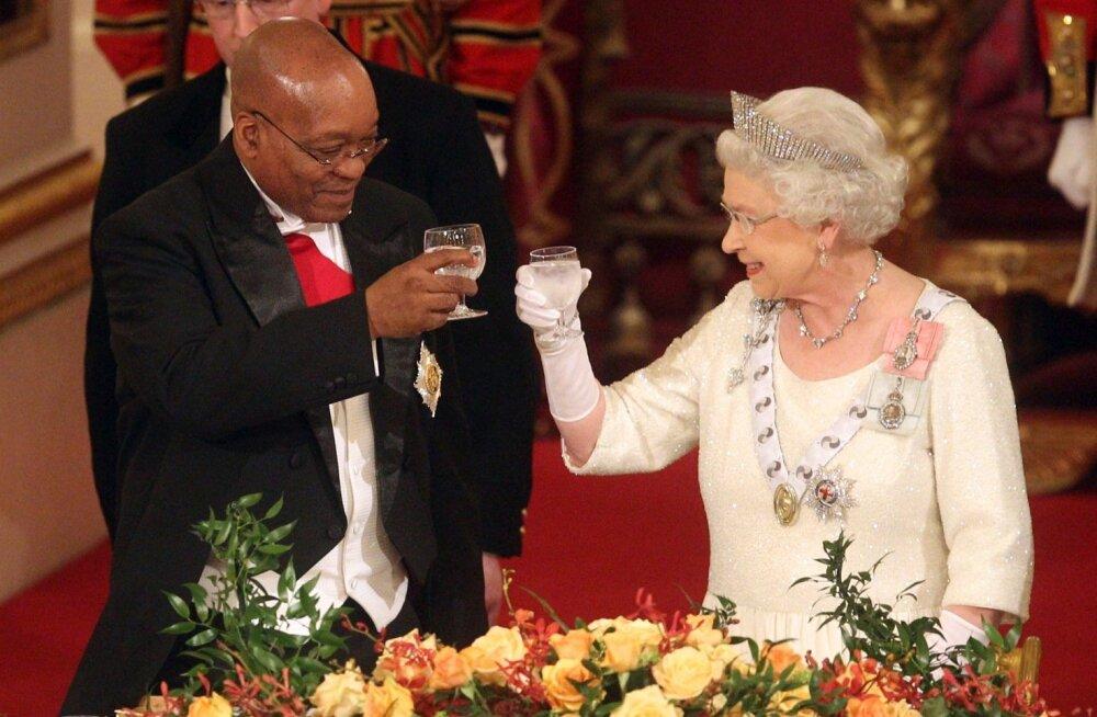 Kuninganna Elizabeth II ja Lõuna-Aafrika Vabariigi president Jacob Zuma toostil