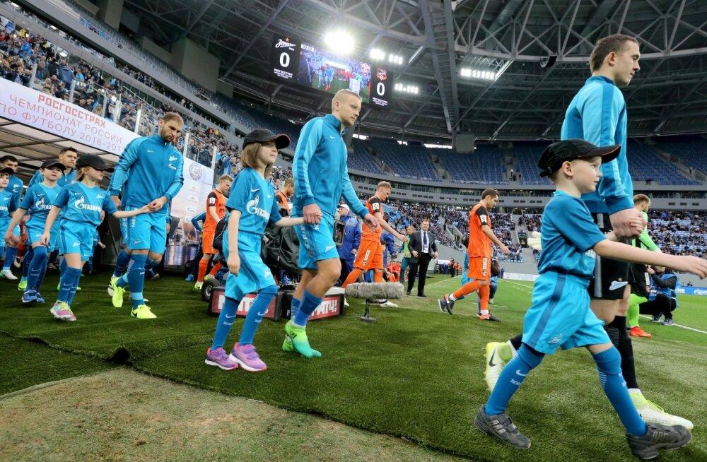 Staadionil on peetud ainult kaks Vene liiga mängu, ülejäänud viidi mujale, et auklik murukate saaks toibuda.