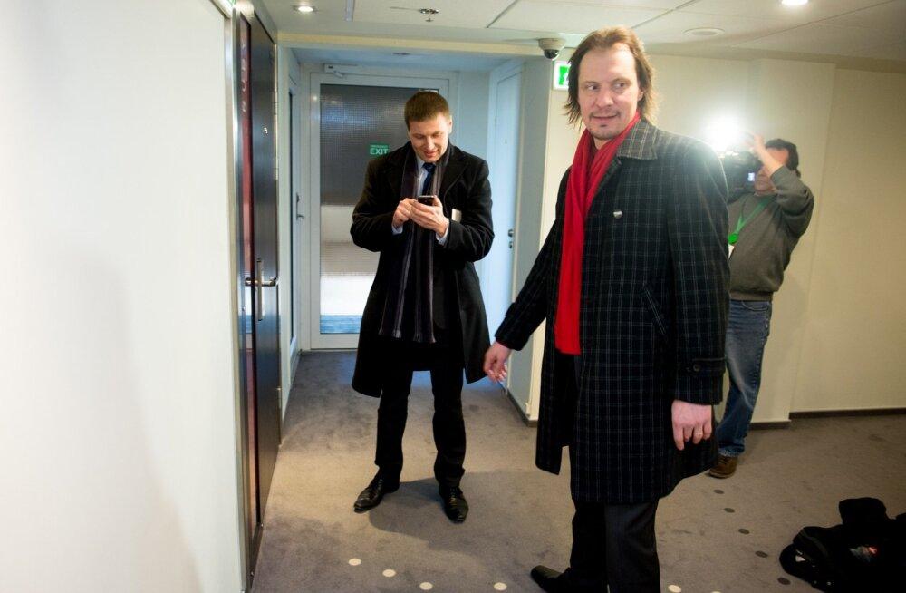 Võrkpalliliidu president Hanno Pevkur (vasakul) ja kultuuriminister Indrek Saar tegid võrkpalluritele MM-turniiri raha eraldamise taotluse ümber tõelise etenduse.