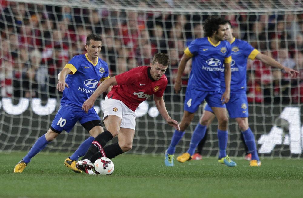 Liam Miller (vasakul) mängus Manchester Unitedi vastu