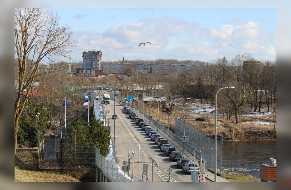На нарвской границе опять затор: живая автомобильная очередь может не двигаться до пяти часов
