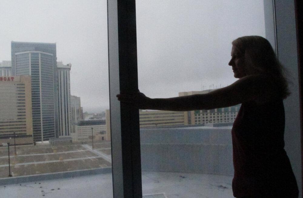 17-летняя беременная дочь топ-менеджера выпала из окна