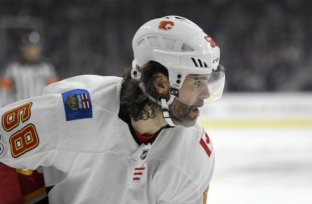 FOTO | Jaromir Jagr naases NHLi jääle võidukalt