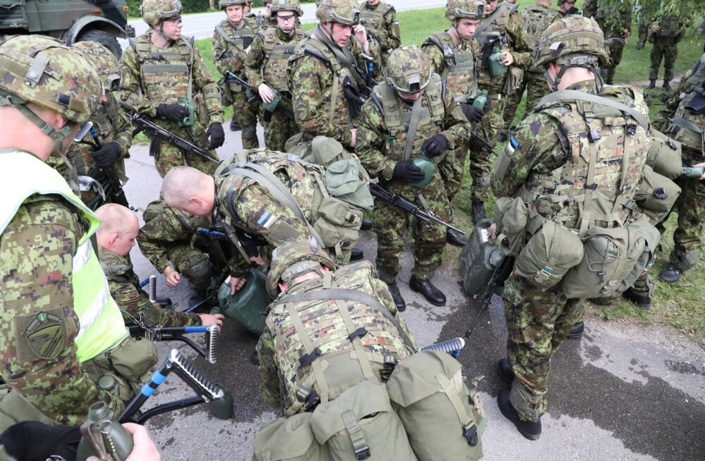 1. jalaväebrigaadi värsked sõdurid läbisid esimese rännaku