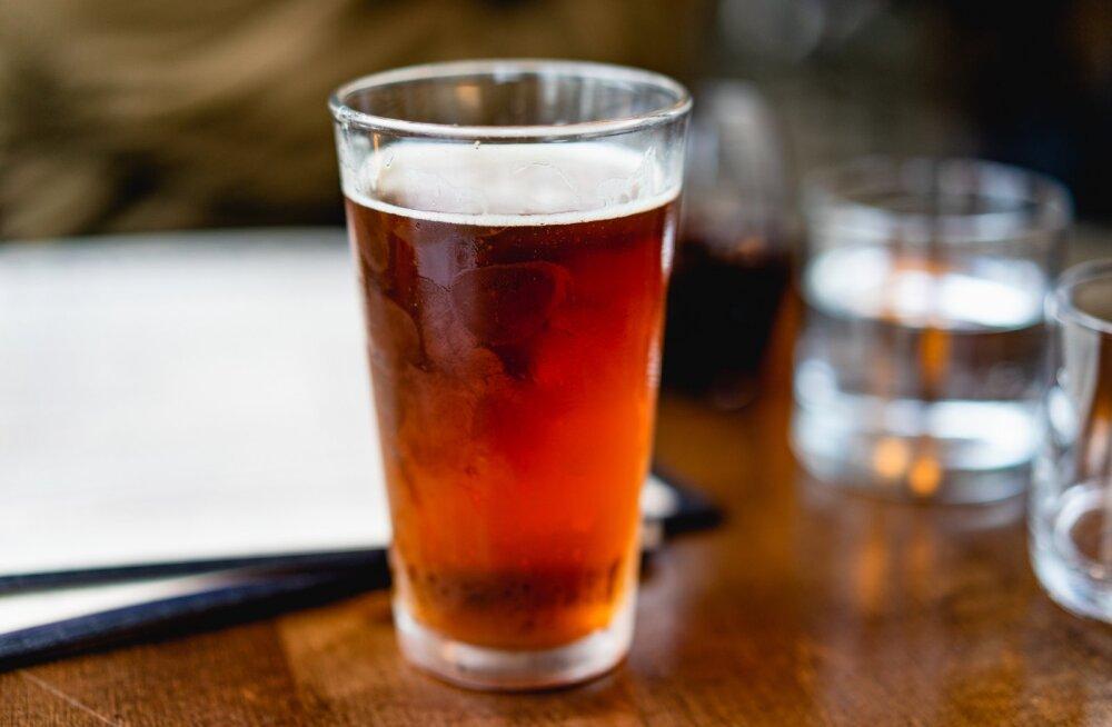 LUGEJA KÜSIB   Mida teha Läti õllega, mis nii vähe vahutab?