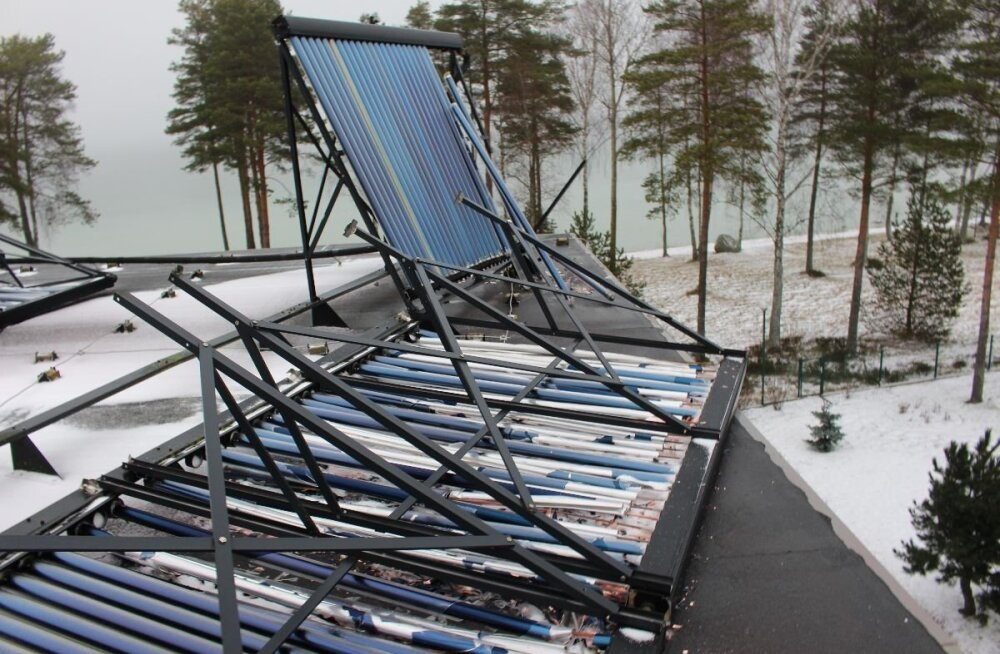 ФОТО: Шторм разрушил на частном доме солнечные панели: сумма ущерба огромна