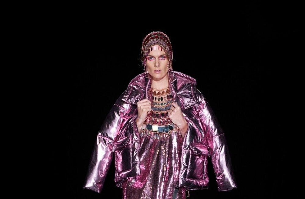 Viru keskuse moeüritus FIBIT avas moehooaja glamuurse moeetendusega. Stilist Liisi Eesmaa sõnul on pime aeg ideaalne, et lisada moepilti luksust ja draamat.