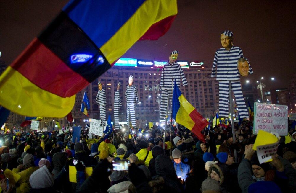 Ka pühapäeval protestis Bukarestis valitsuse vastu vähemalt 50 000 inimest.