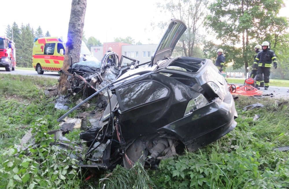 Kehtnas hukkus liiklusõnnetuses kaks noort meest.