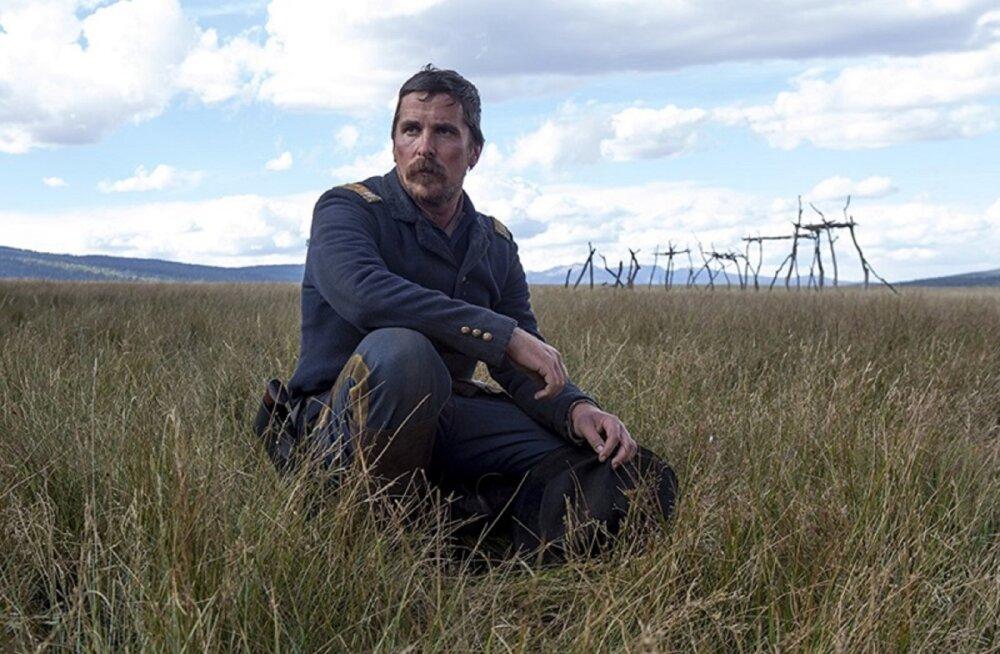 """ARVUSTUS   Tähelepanuta jäänud """"Vaenulikud"""" toob publikuni Christian Bale'i ühe parima rollisoorituse"""