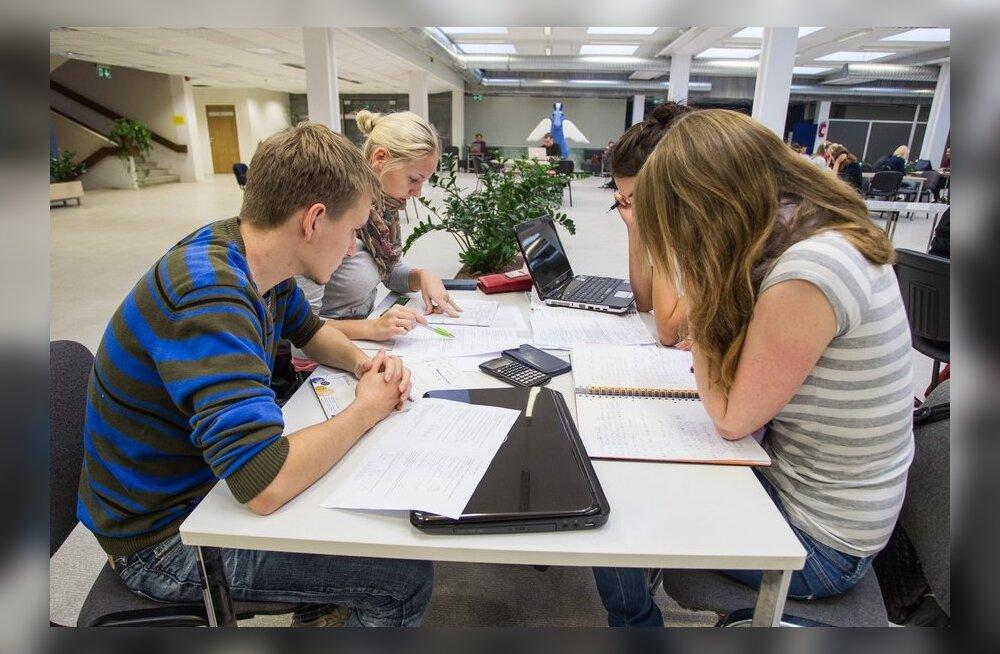 Касса по безработице платит пособие на обучение и работающим людям