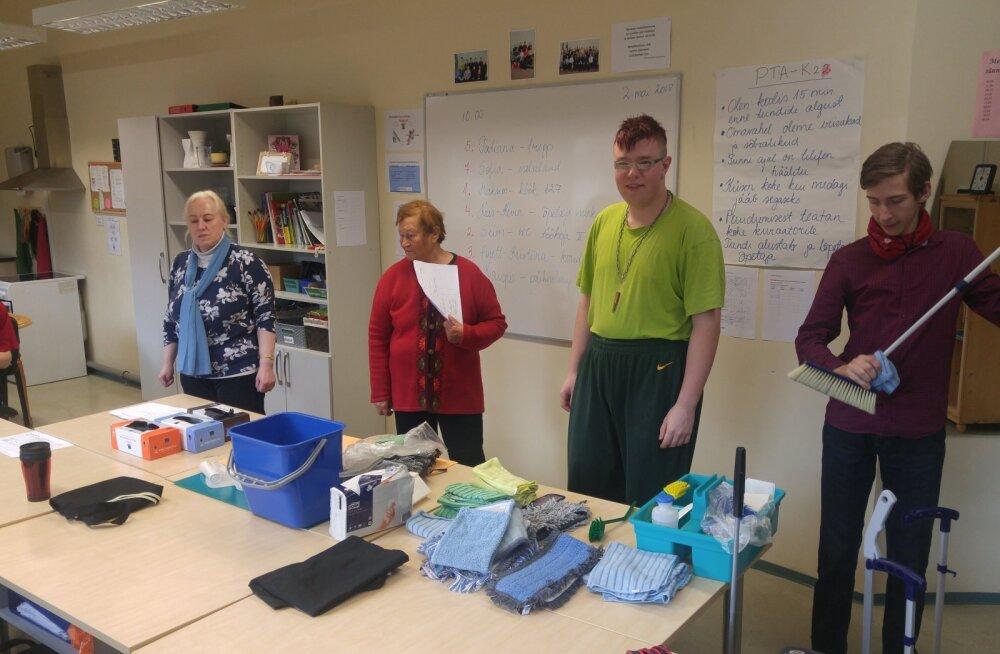 Kirglikud kutsetunnistusega puhastusteenindaja abilised