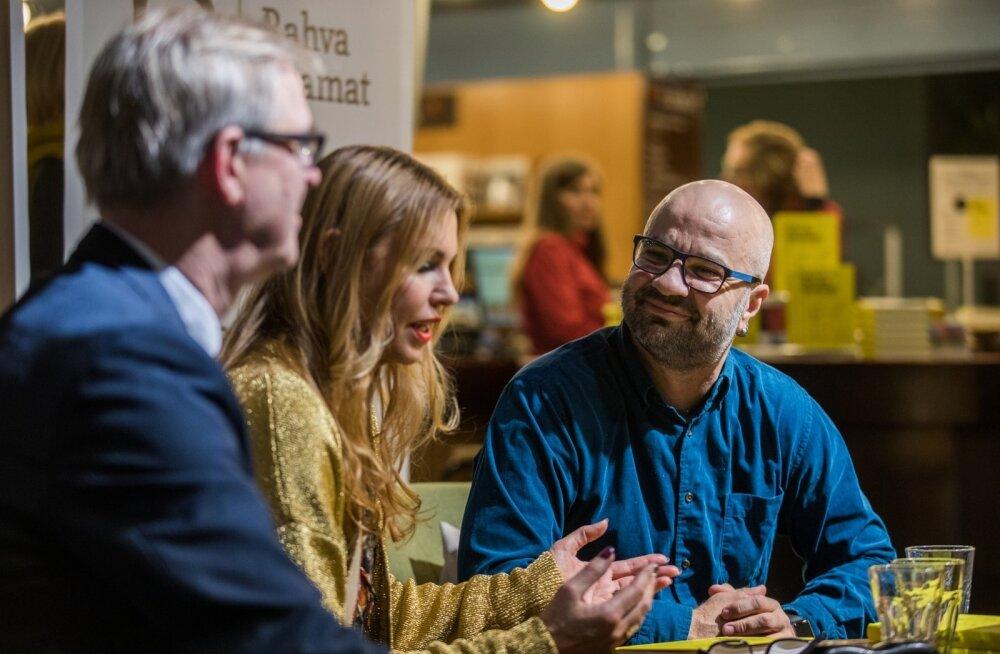 Mihkel Rauda küsitlesid raamatu esitlusel ajakirjanikud Priit Hõbemägi ja Anu Saagim.