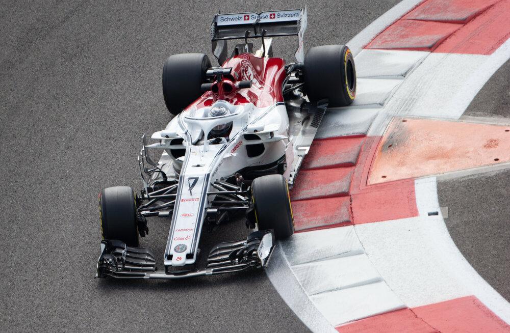 Vettel uue hooaja esimesel testipäeval kiireim, Räikkönenil oli probleeme Sauberiga