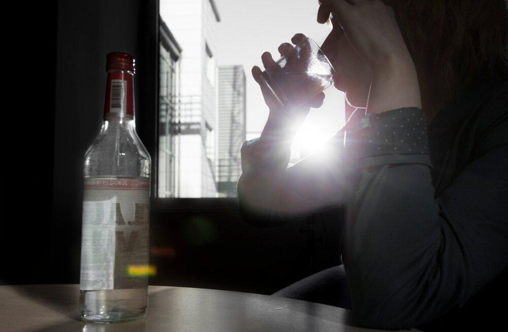 Suur osa Jõgeva filmi- ja raamatutegelasi keksibki alkoholi pilli järgi, saades nii julgust ja rõõmu, kuid tuues samal ajal ränki ohvreid jumaluse tujude rahuldamiseks. (Foto on illustreeriv.)