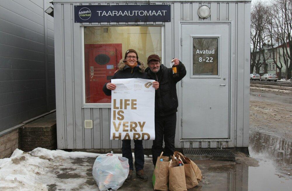 """Von Krahli lavastuse """"Life Is Very Hard"""" plakati negativistlik sõnum tõmbab tähelepanu. Plakati autor on Margus Tamm."""