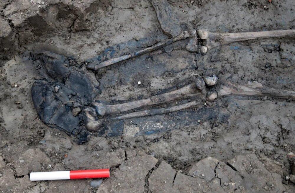 Thamesi jõest sikutati välja 500 aasta vanune nahksaabastes skelett
